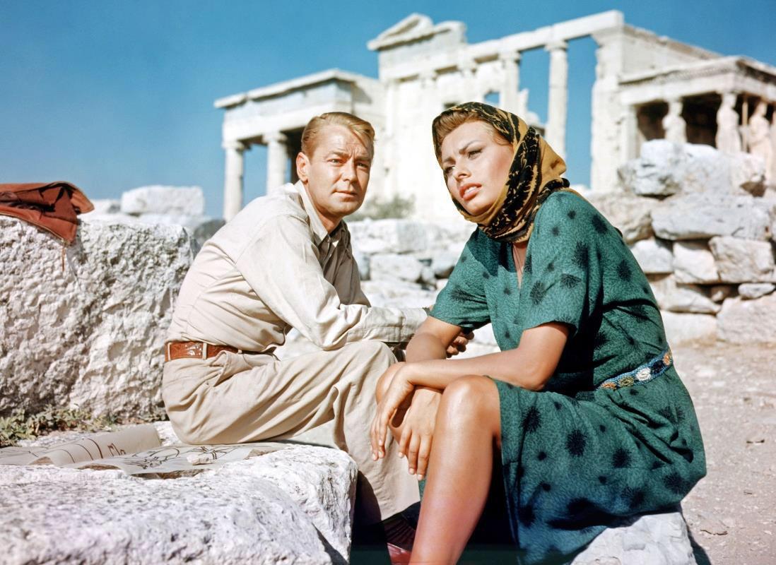 Στιγμιότυπο από την ταινία «Το παιδί και το δελφίνι» στην Ακρόπολη (1957). Από την αφίσα της διάλεξης.