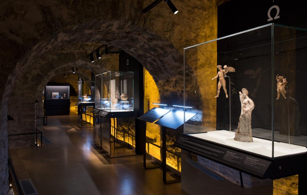 Άποψη της περιοδεύουσας έκθεσης «Οι αμέτρητες όψεις του Ωραίου», στο Μουσείο Αργυροτεχνίας, στα Ιωάννινα © ΠΙΟΠ, Κ. Μάρκου.
