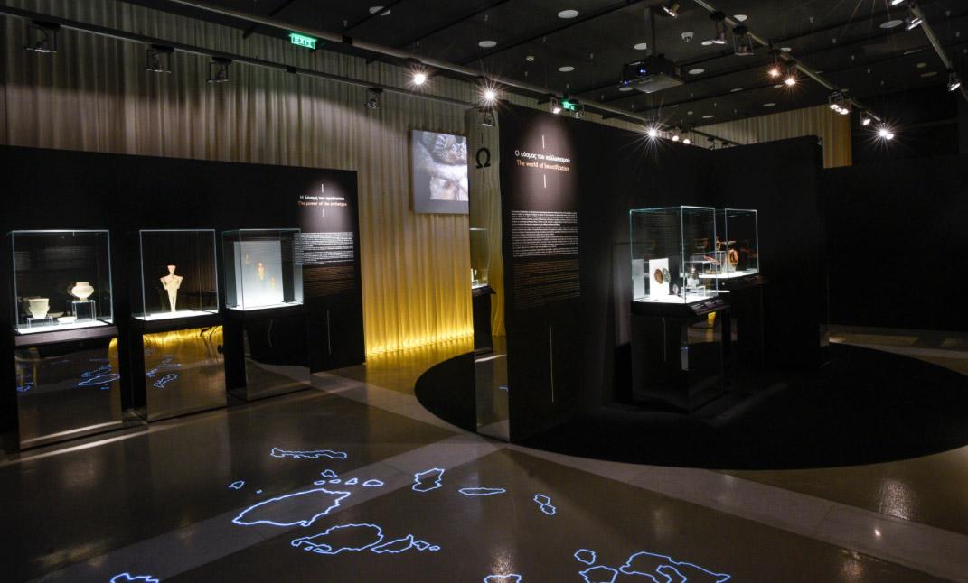 Άποψη της περιοδεύουσας έκθεσης «Οι αμέτρητες όψεις του Ωραίου» στο Μουσείο Μαρμαροτεχνίας, στην Τήνο © ΠΙΟΠ, Δ. Καπνόριζας.