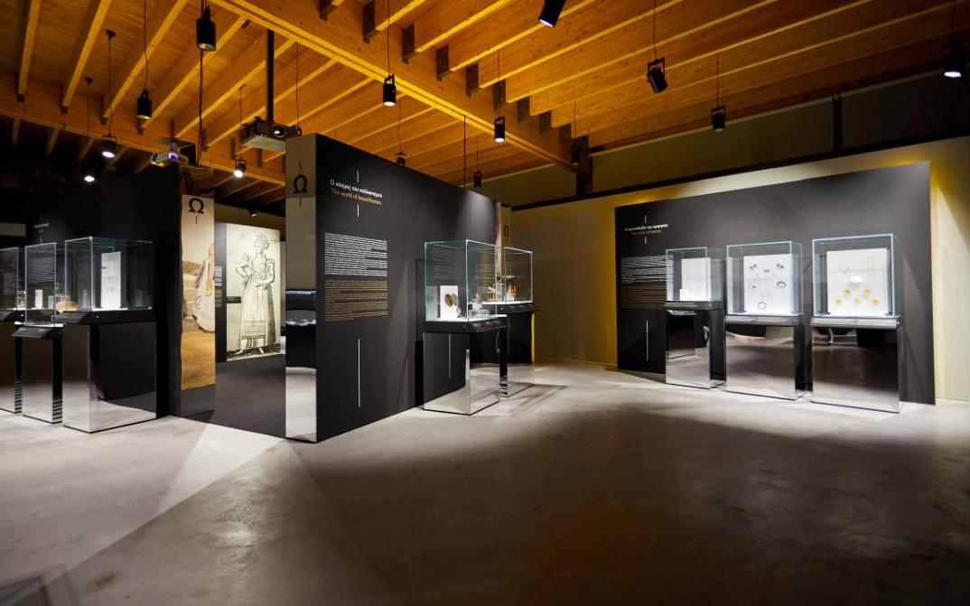 Άποψη της περιοδεύουσας έκθεσης «Οι αμέτρητες όψεις του Ωραίου», στο Μουσείο Μαστίχας Χίου © ΠΙΟΠ, Γ. Κακίτσης.
