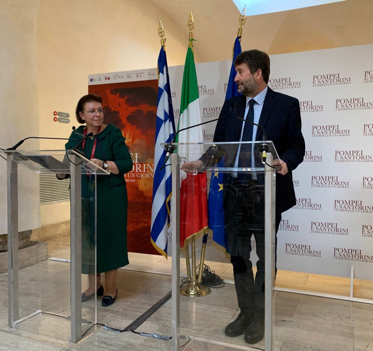 Η Λίνα Μενδώνη με τον Ιταλό ομόλογό της, Ντάριο Φραντζεσκίνι, στα εγκαίνια της έκθεσης (φωτ.: ΥΠΠΟΑ).