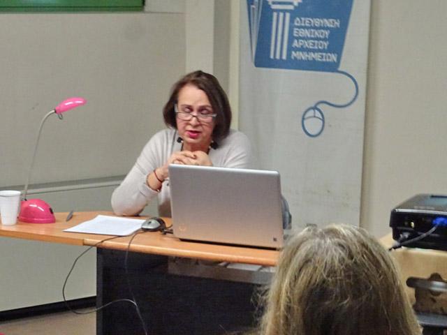 Η Ευγενία Γερούση παρουσιάζοντας τη διάλεξή της.