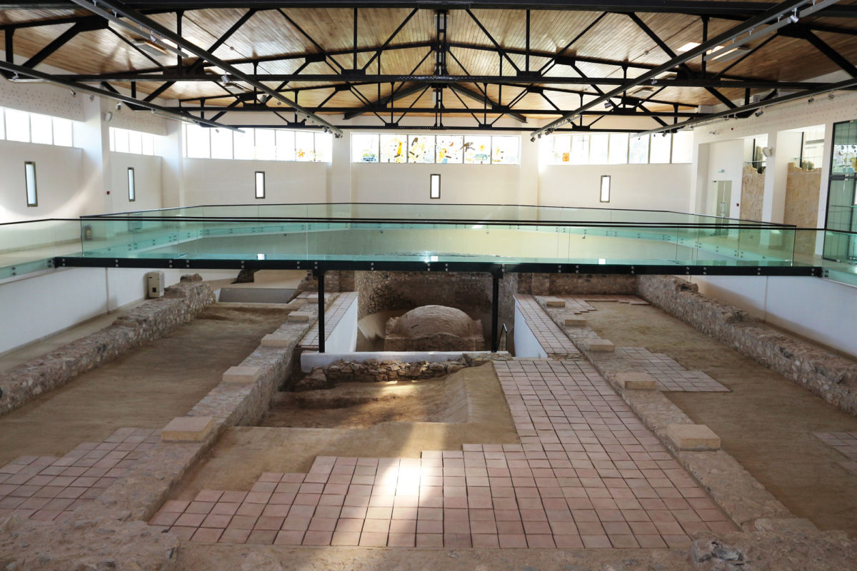 Το εσωτερικό του χώρου όπου στεγάζεται η βασιλική, όπως διαμορφώθηκε το 2016 (φωτ.: G. Dincu).