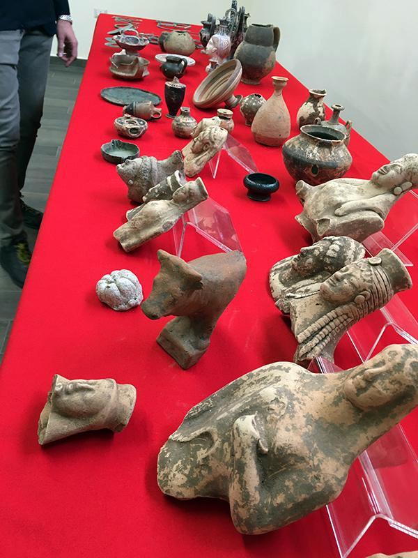 Κατά τη διάρκεια της επιχείρησης κατασχέθηκαν σχεδόν 10.000 αρχαία αντικείμενα (φωτ.: Europol).