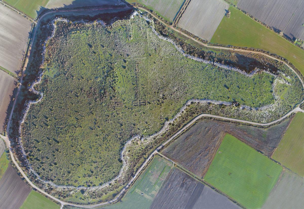 Αεροφωτογραφία της μυκηναϊκής ακρόπολης του Γλα Βοιωτίας (φωτ.: ΥΠΠΟΑ).