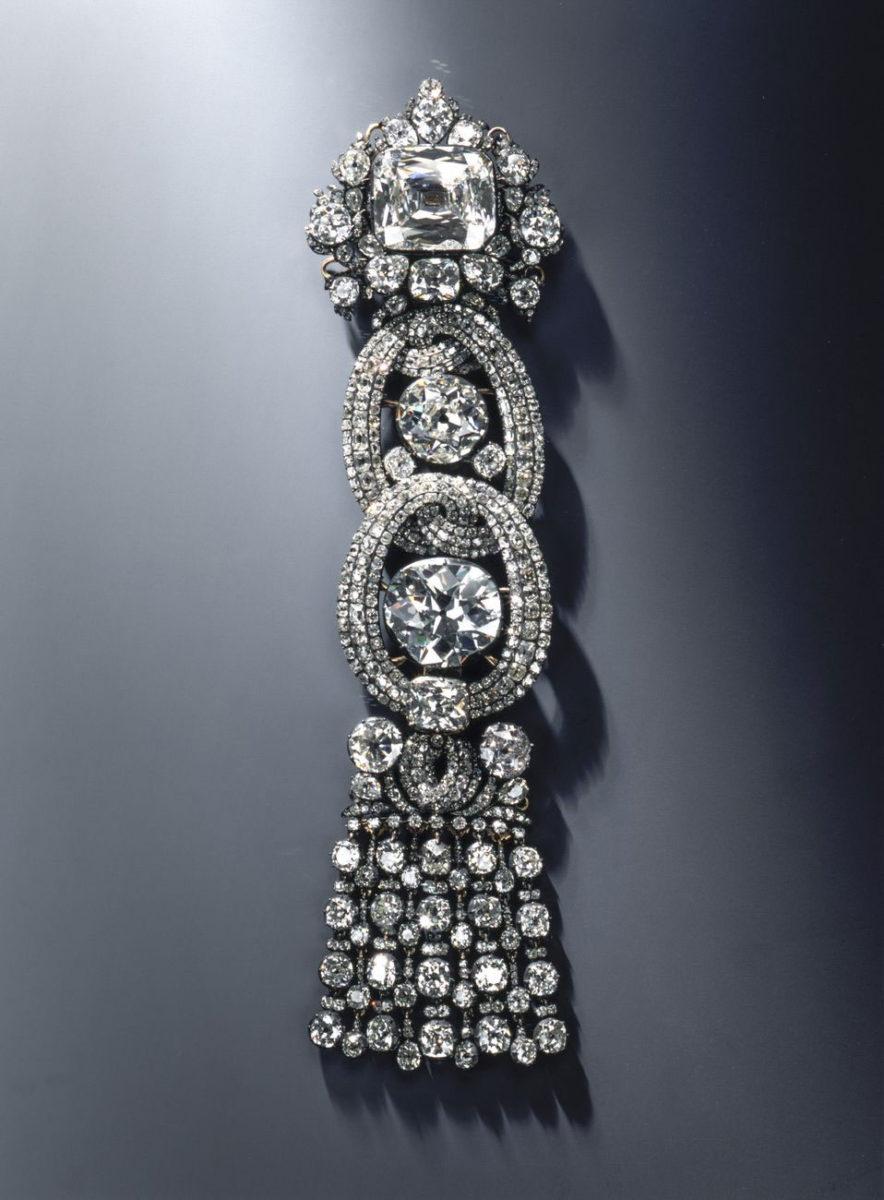 Ενσωματωμένο σε μια επωμίδα, αυτό το διαμάντι των σχεδόν 50 καρατίων αποκτήθηκε τον Φεβρουάριο του 1728 από τον Αύγουστο τον Δυνατό, έναντι ποσού που θεωρείται «σχεδόν ασύλληπτο» για την εποχή εκείνη (φωτ.: Grünes Gewölbe).