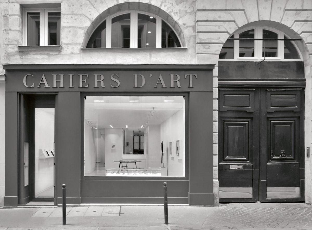 Η πρόσοψη της γκαλερί Cahiers d'Art, στον αριθμό 14 της rue du Dragon όπως είναι σήμερα. Eυγενική παραχώρηση των εκδόσεων Cahiers d'Art.