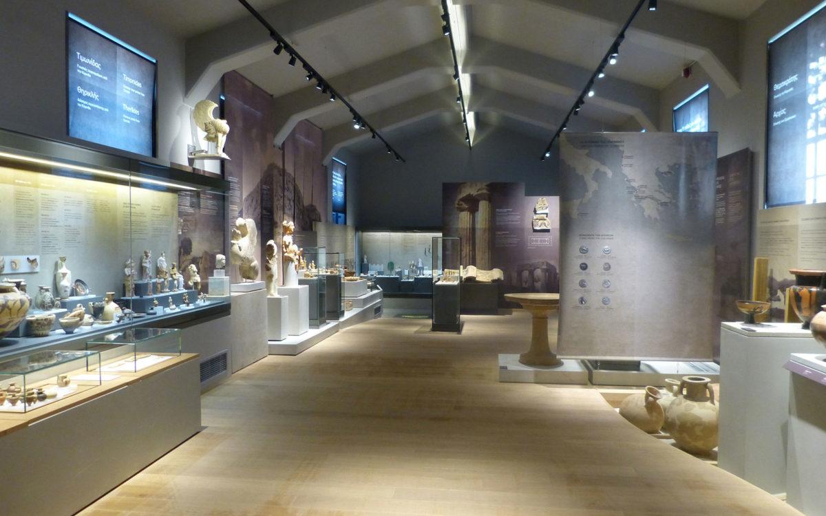 Άποψη αίθουσας του Αρχαιολογικού Μουσείου Αρχαίας Κορίνθου (φωτ.: Εφορεία Αρχαιοτήτων Κορινθίας).