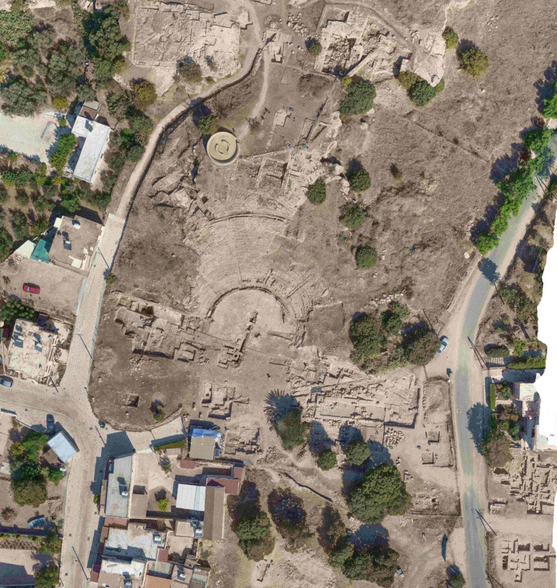 Αεροφωτογραφία του αρχαιολογικού χώρου του θεάτρου της Πάφου (φωτ.: Τμήμα Αρχαιοτήτων Κύπρου).