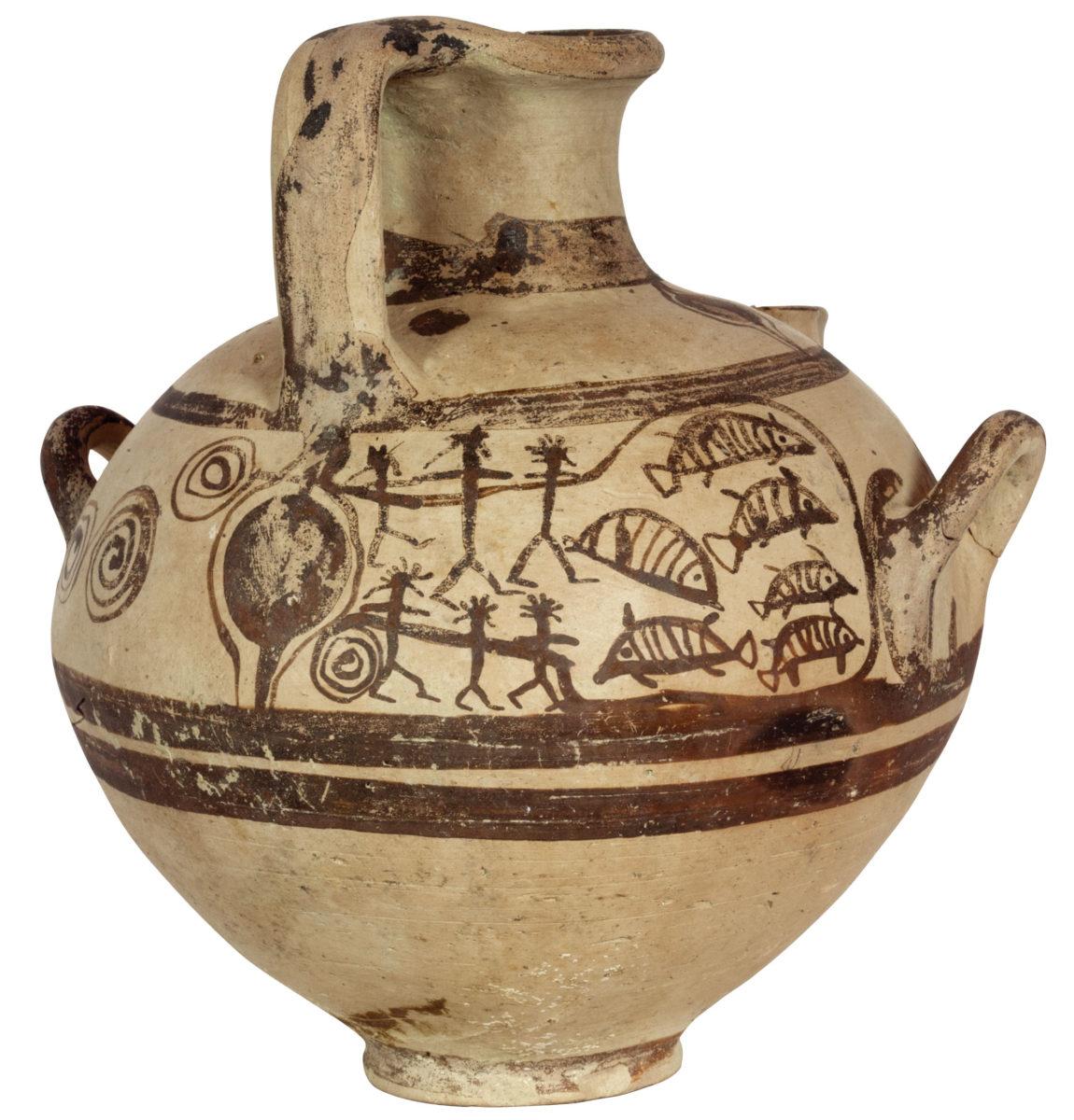 Ηθμωτή υδρία με παράσταση ψαράδων (12ος/αρχές 11ου αι. π.Χ.) από το νεκροταφείο των Απλωμάτων στη Νάξο (12ος/αρχές 11ου αι. π.Χ.). © Εφορεία Αρχαιοτήτων Κυκλάδων.