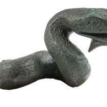 Κεφαλή και τμήμα από το σώμα χάλκινου φιδιού ή δράκοντος (;). Αρχαιολογικό Μουσείο Θέρμου.