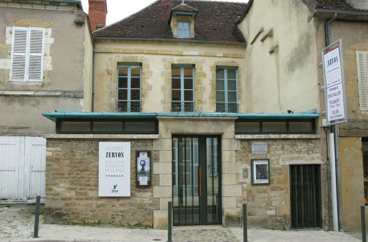 H είσοδος του Musée Zervos στο Vézelay από την οδό Saint-Étienne. Ευγενική παραχώρηση Christian Derouet, Musée Zervos, Vézelay.