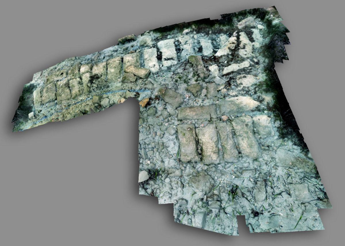 Άποψη τρισδιάστατης απεικόνισης τμήματος του τείχους του αρχαίου Ολούντος, βυθισμένου σήμερα στον όρμο του Πόρου (φωτ.: ΥΠΠΟΑ).