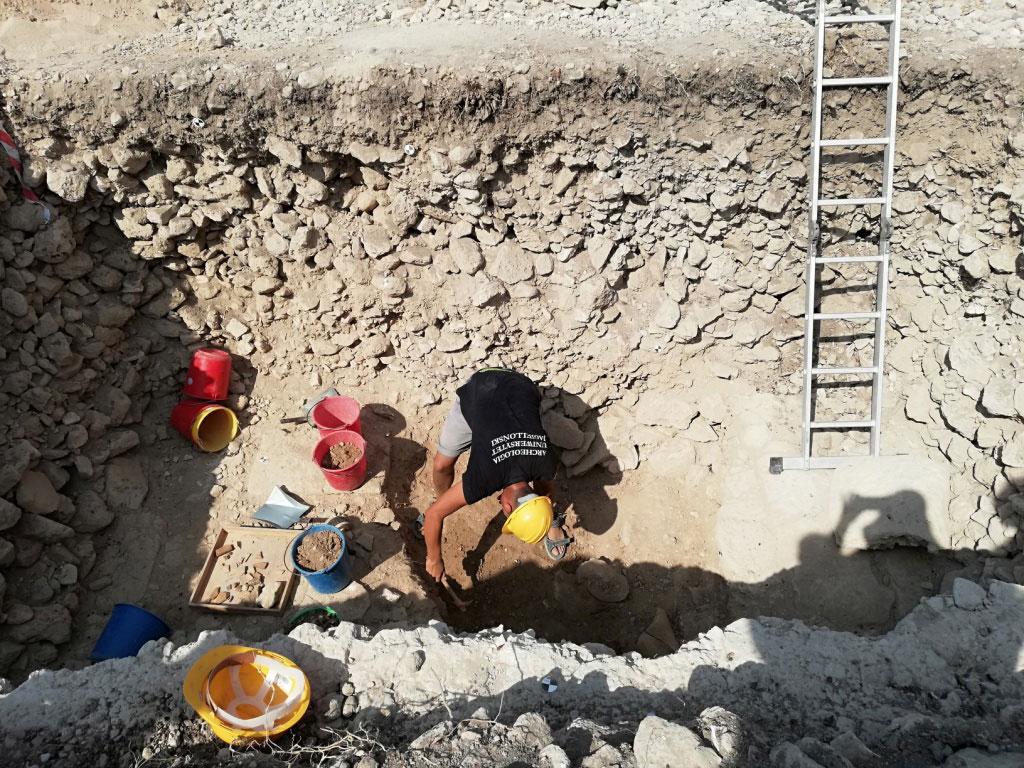Ανασκαφή στην Αγορά της Νέας Πάφου: Τομή TT.VIII, 2019  (φωτ.: Τμήμα Αρχαιοτήτων Κύπρου).