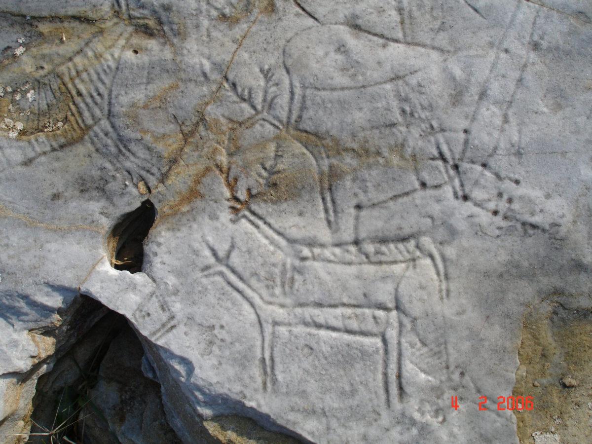 Bραχογραφίες στο Παγγαίο πριν από την καταστροφή τους (φωτ.: ΑΠΕ-ΜΠΕ / Θεόδωρος Λυμπεράκης).