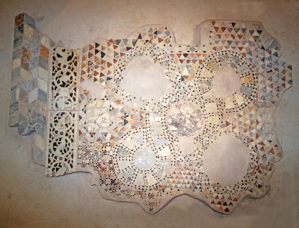 Το μαρμαροθέτημα από τη βυζαντινή μονή της Παντάνασσας (φωτ.: Εφορεία Αρχαιοτήτων Άρτας).