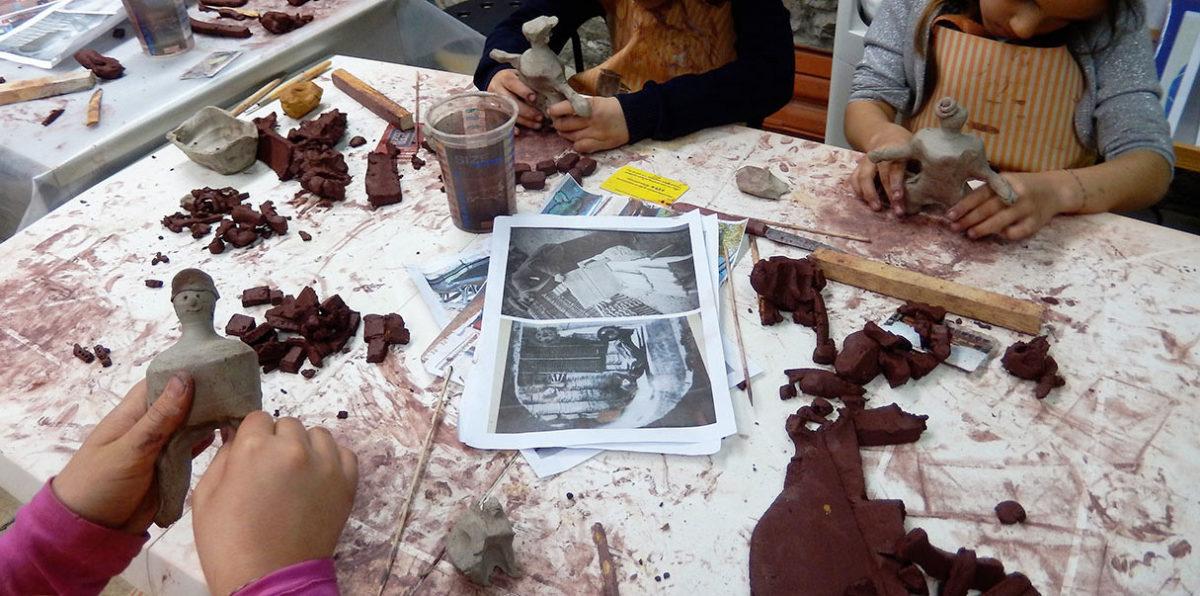 Εργαστήρια κεραμικής για παιδιά στο Μουσείο Πλινθοκεραμοποιίας, στον Βόλο (φωτ.: ΠΙΟΠ).