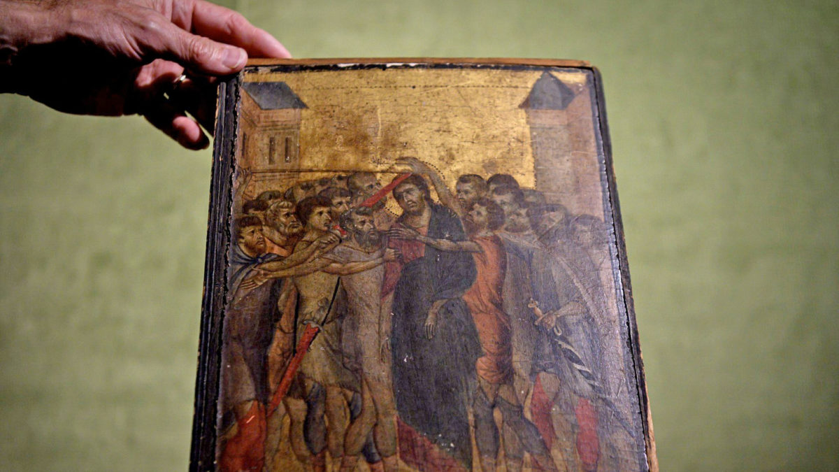 «Ο εμπαιγμός του Χριστού», το έργο του Ιταλού ζωγράφου Τσιμαμπούε που δημοπρατήθηκε από τον οίκο Turquin (φωτ.: AFP).