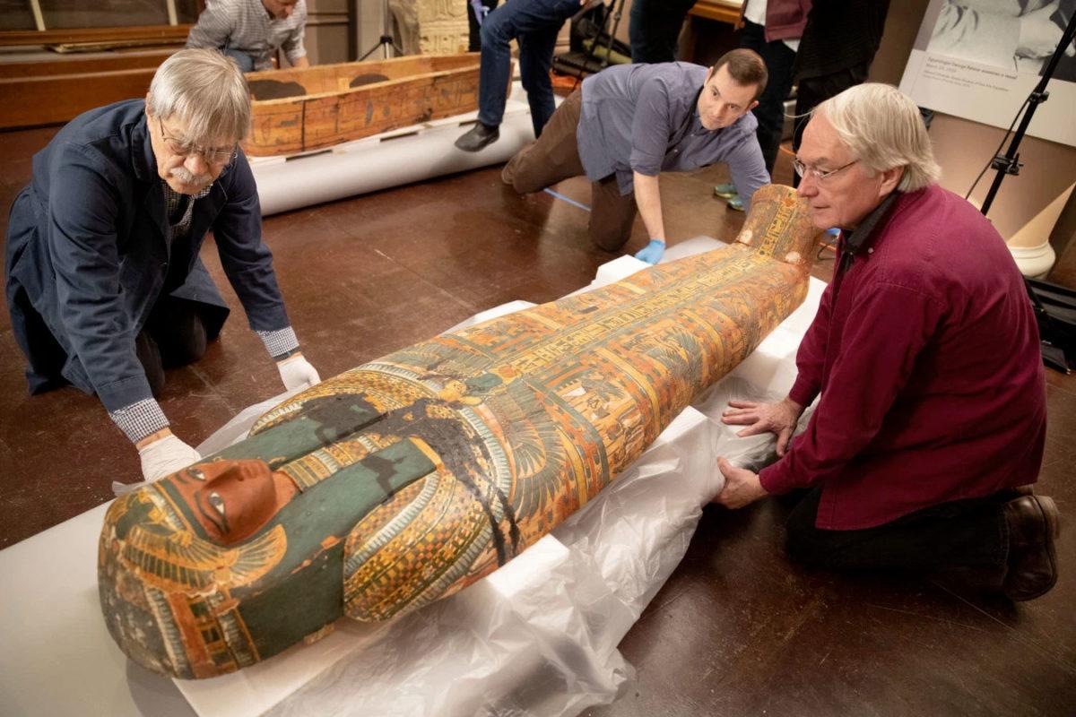 Παράσταση αρχαίας αιγυπτιακής θεότητας αποκαλύφθηκε σε σαρκοφάγο