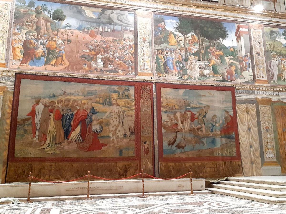 Για πρώτη φορά έπειτα από πολλούς αιώνες, οι 12 επιτοίχιοι τάπητες που είχε σχεδιάσει αποκλειστικά για την Καπέλα Σιστίνα ο Ραφαήλ θα αναρτηθούν στους χαμηλότερους τοίχους της (φωτ.: Musei Vaticani).