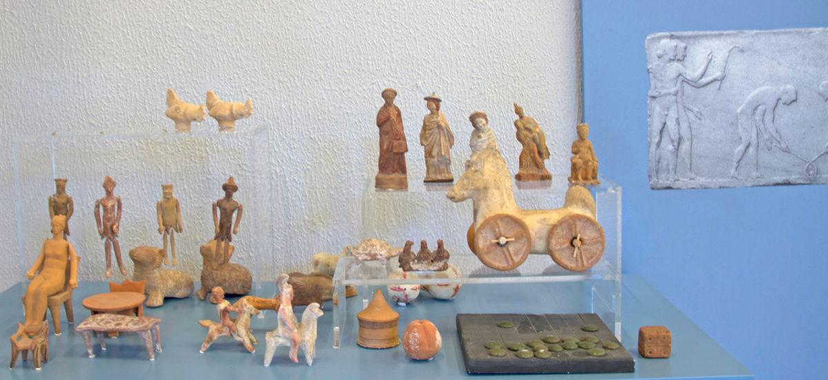 Πιστά αντίγραφα (εκμαγεία) από το Εργαστήρι Κεραμικής του Εθνικού Αρχαιολογικού Μουσείου, Αθήνα 1985.