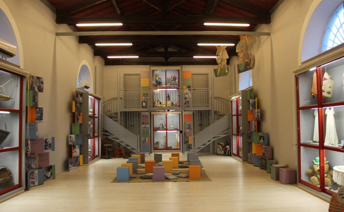 Μουσείο Παιδικής Ηλικίας «Σταθμός». Άποψη της έκθεσης από την είσοδο.