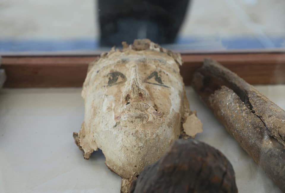 Ευρήματα από την ανασκαφή στη θέση Γορέιφα (φωτ.: Υπουργείο Τουρισμού και Αρχαιοτήτων της Αιγύπτου).