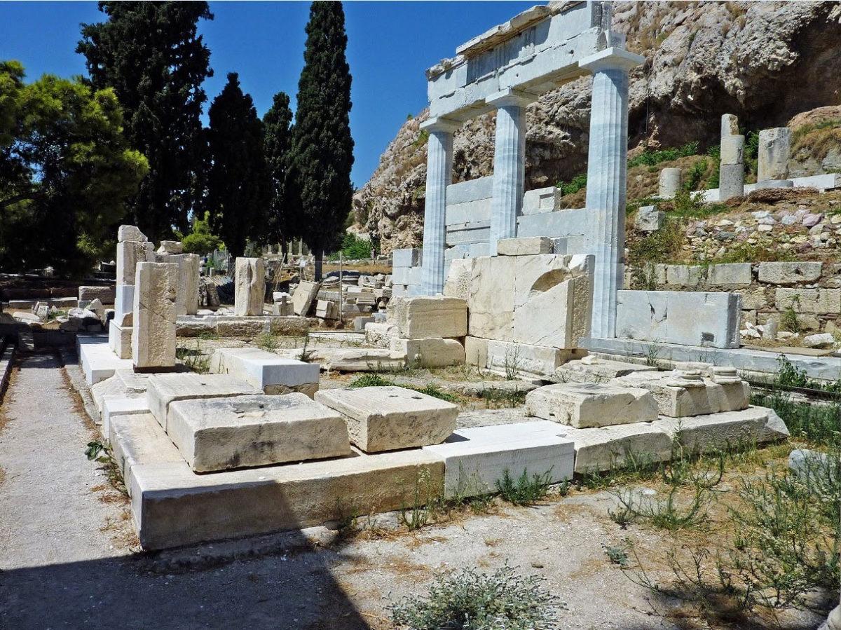 Tο ιερό του Ασκληπιού στην νότια κλιτύ της Ακρόπολης