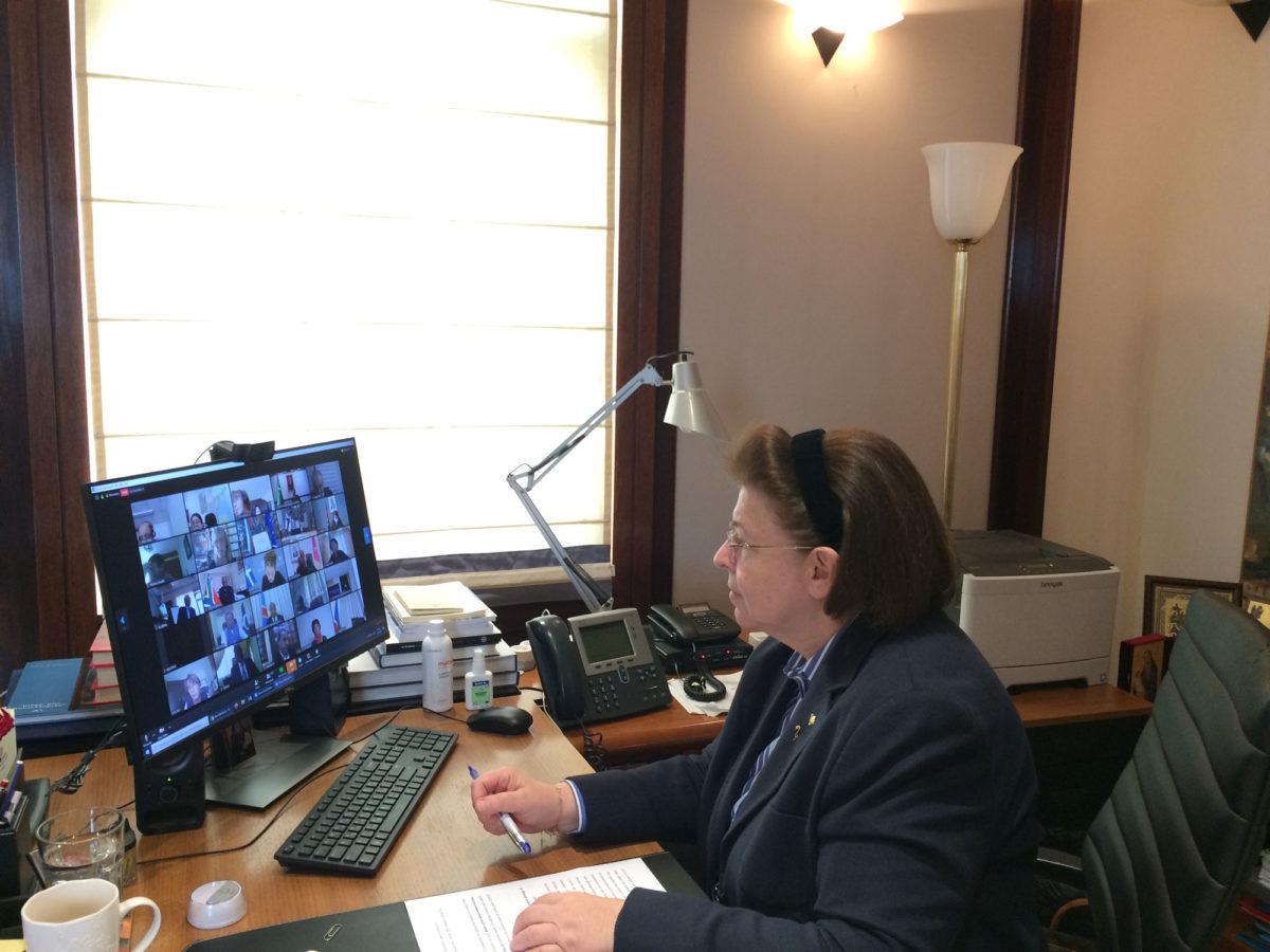 Η υπουργός Πολιτισμού και Αθλητισμού Λίνα Μενδώνη στη διάρκεια της τηλεδιάσκεψης (φωτ.: ΥΠΠΟΑ).