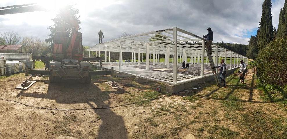 Οι υπό κατασκευή οικίσκοι στο κτήμα Τατοΐου (φωτ.: ΥΠΠΟΑ)