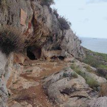 Το σπήλαιο του Ευριπίδη στα Περιστέρια. Φωτ.:  Εύη Μικρομάστορα.