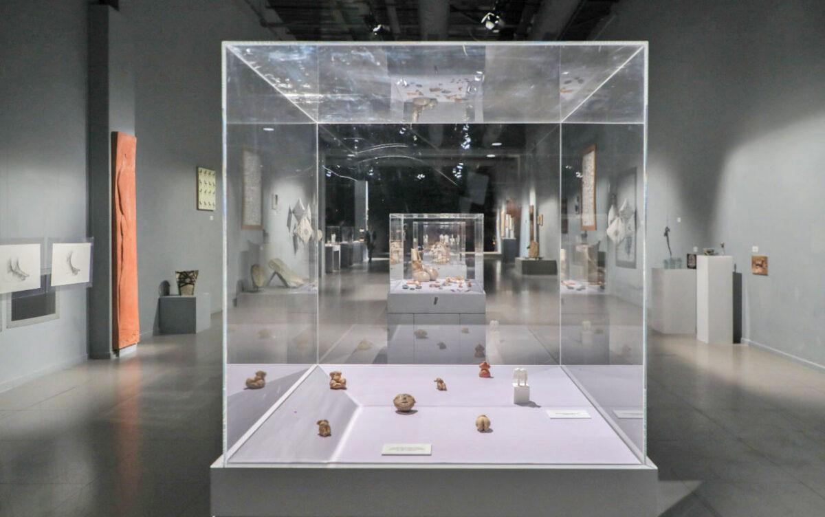 Άποψη της έκθεσης «Διαχρονίες» η οποία παρουσιάζεται στο Κέντρο Πολιτισμού «Ελληνικός Κόσμος».