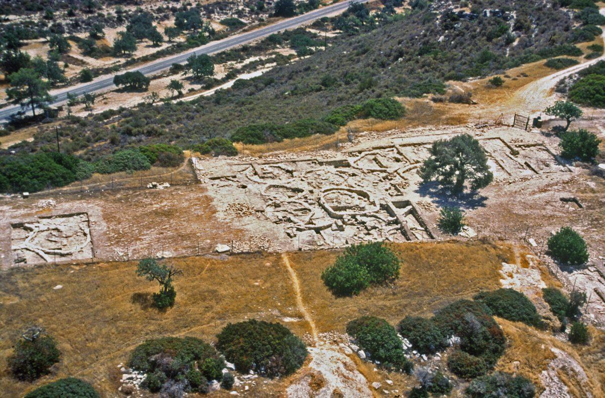 Άποψη της ανασκαφής στον λόφο του Κουφόβουνου, στην Κύπρο.