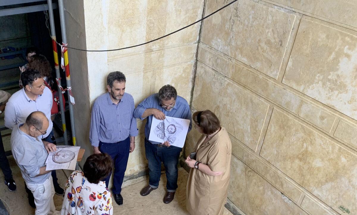 Στιγμιότυπο από την επίσκεψη της Υπουργού Πολιτισμού και Αθλητισμού Λίνας Μενδώνη στην Αμφίπολη (φωτ.: ΥΠΠΟΑ).