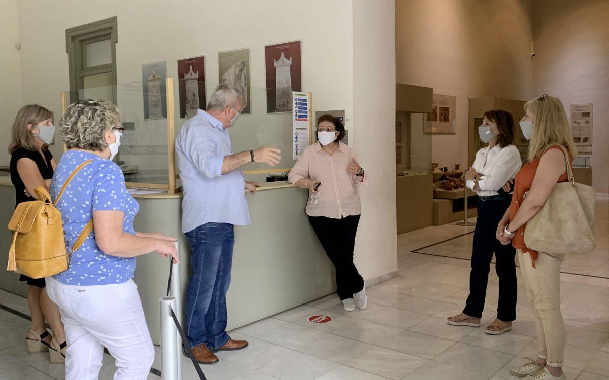 Συζήτηση για τα μέτρα ασφαλείας στο Αθανασάκειο Αρχαιολογικό Μουσείο Βόλου (φωτ.: ΥΠΠΟΑ).