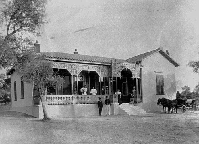 Η οικία του Π. Μελά στην Κηφισιά. Δημοσιευμένη στο «Athens 1839-1900, A Photographic Record» (Benaki Museum, Athens 1985, αρ. 551). Φωτ.: Μουσείο Μπενάκη.