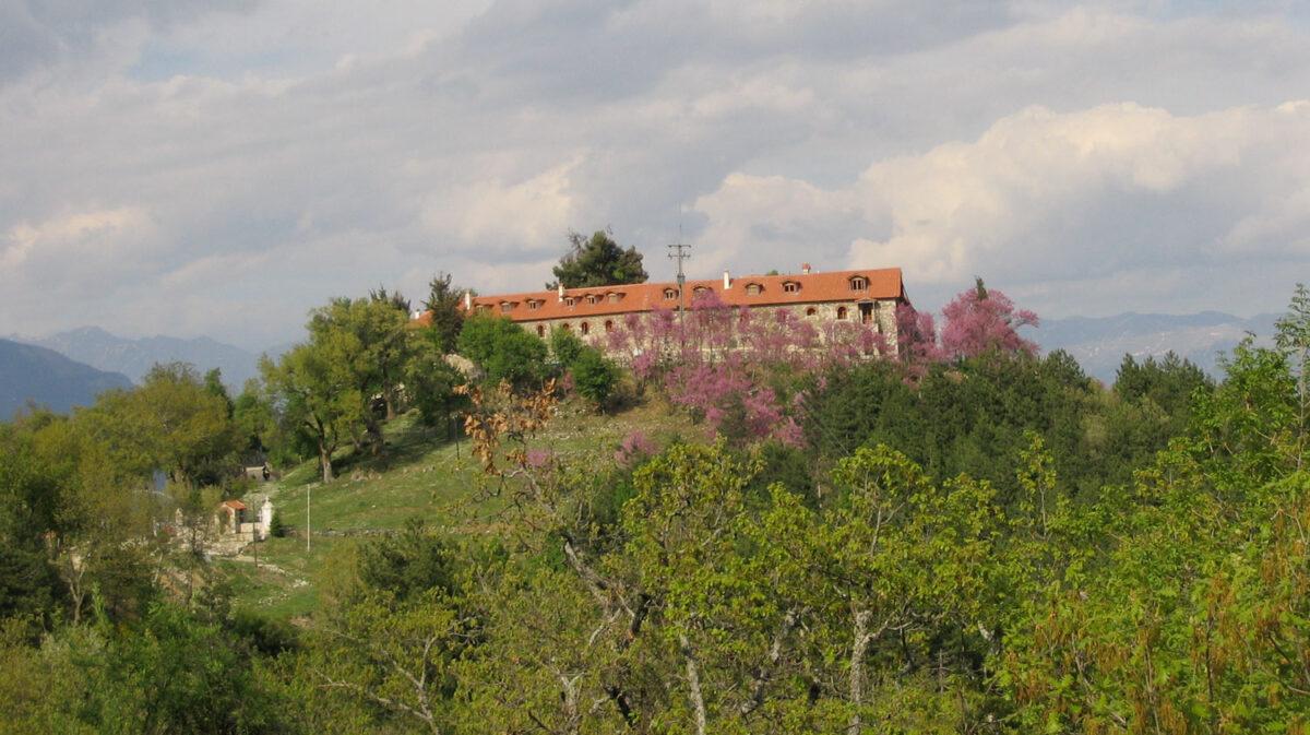 Μεγάλη καταστροφή στο μοναστήρι της Βαρνάκοβας από πυρκαγιά