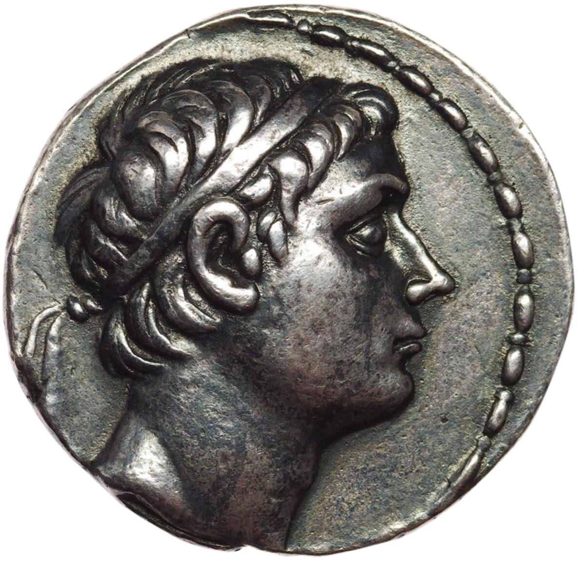 Αργυρό τετράδραχμο Αντιόχου Γ' με κεφαλή του βασιλέως στον εμπροσθότυπο. Νομισματοκοπείο ΔΕΛ, 17,06 γρ., 29 χιλ., 12. SC 1063 (Ιδιωτική συλλογή «The Medicus collection»).