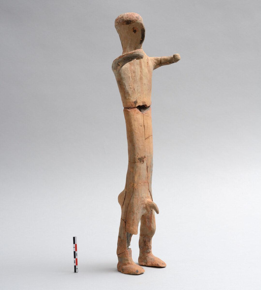 Ειδώλιο ανδρικής μορφής. Μήλος, β΄ μισό 14ου αι. π.Χ. © Εφορεία Αρχαιοτήτων Κυκλάδων, Κ. Ξενικάκης.