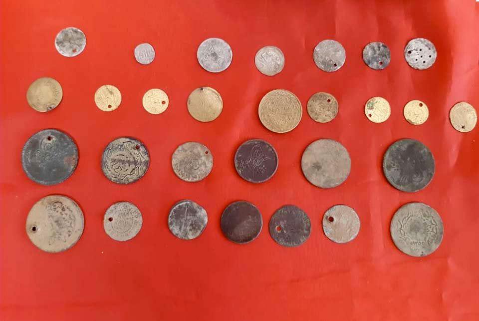 Αρχαία νομίσματα που κατασχέθηκαν στις Σέρρες (φωτ.: Ελληνική Αστυνομία).