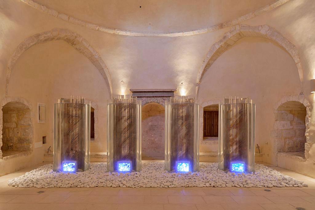 Η βιντεο-εγκατάσταση της Μαριάννας Στραπατσάκη «Tα φαντάσματα της Mεσογείου ή Οι αντικατοπτρισμοί του Παρελθόντος» (1989) θα φιλοξενηθεί στο Γιαλί Τζαμί.