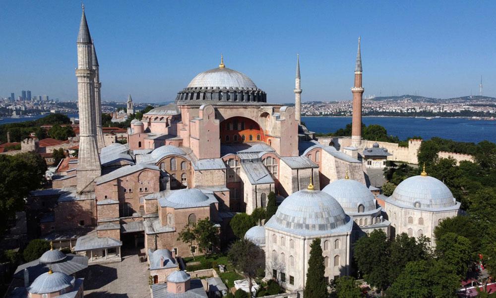Η Διεύθυνση Θρησκευτικών Υποθέσεων θα αναλάβει τις θρησκευτικές δραστηριότητες στην Αγία Σοφία και το υπουργείο Πολιτισμού τις εργασίες αποκατάστασης, προστασίας και διατήρησής του.