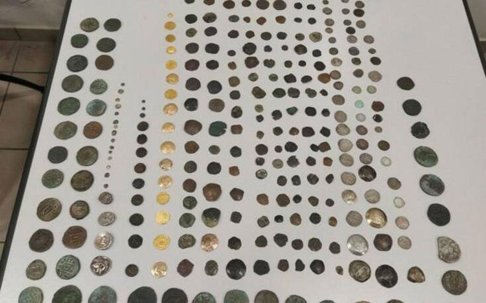 Έπειτα από έρευνες βρέθηκαν, μεταξύ άλλων, μεγάλος αριθμός αρχαίων νομισμάτων, τέσσερις βυζαντινές σφραγίδες, ένα ζευγάρι χρυσών ενωτίων, ένας βυζαντινός σταυρός και πολλά ιερατικά σκεύη.