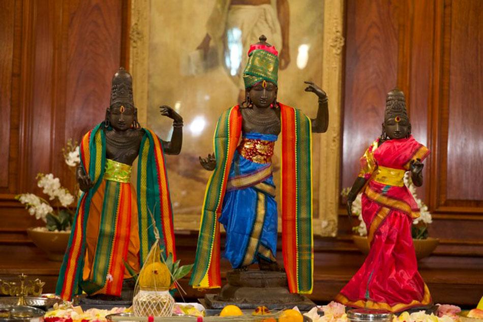 Η Βρετανία επέστρεψε στην Ινδία τρία κλεμμένα ινδουιστικά αγάλματα