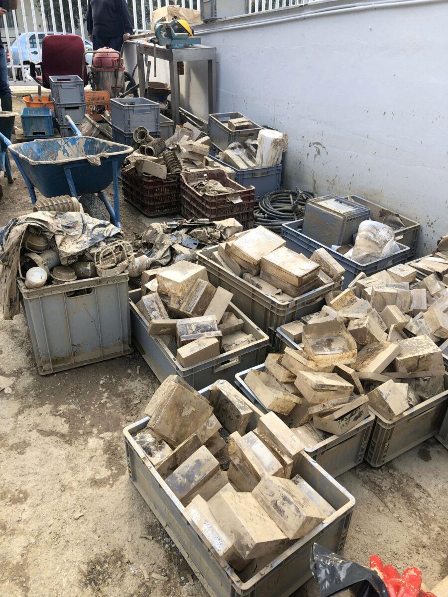 Αρχαιολογικό Μουσείο Καρδίτσας: περίπου 100.000 αντικείμενα βρίσκονταν αποθηκευμένα στο υπόγειο, το οποίο πλημμύρισε σε ύψος 2,5 μ. (φωτ.: ΥΠΠΟΑ).