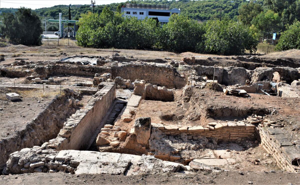 Άποψη του κεντρικού τμήματος του χώρου από βόρεια (φωτ.: Εφορεία Αρχαιοτήτων Ανατολικής Αττικής).