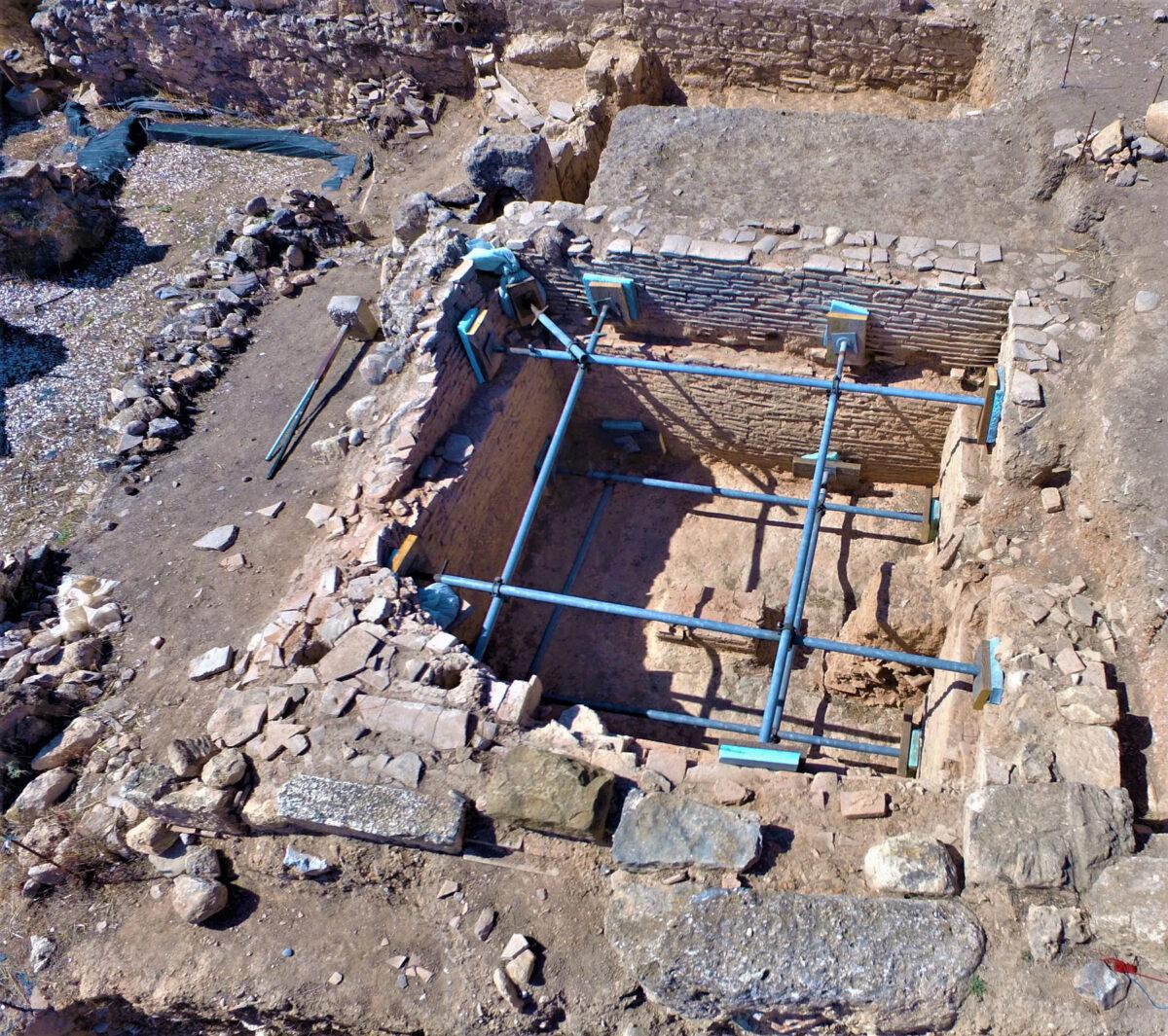 Κλίβανος (φωτ.: Εφορεία Αρχαιοτήτων Ανατολικής Αττικής).