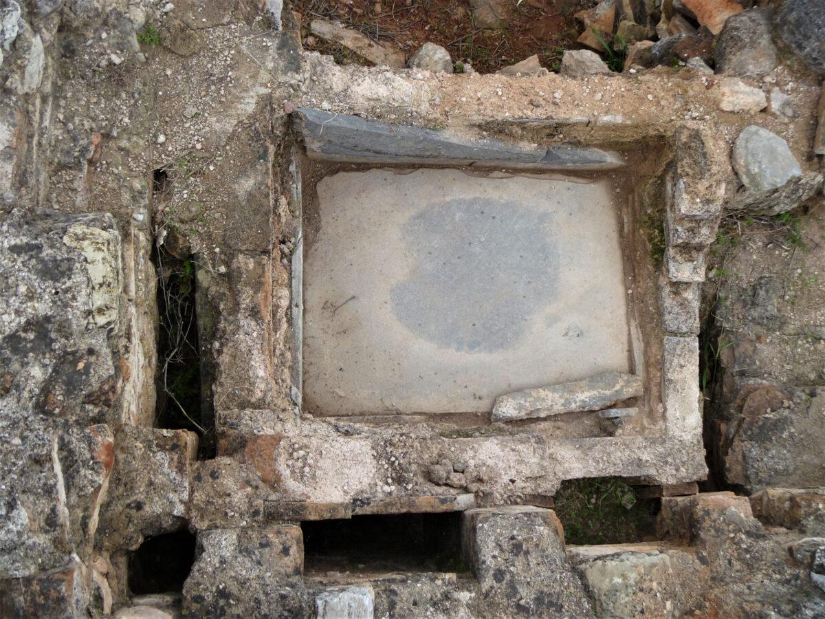 Λουτήρας του Λουτρού της Ύστερης Αρχαιότητας (φωτ.: Εφορεία Αρχαιοτήτων Ανατολικής Αττικής).