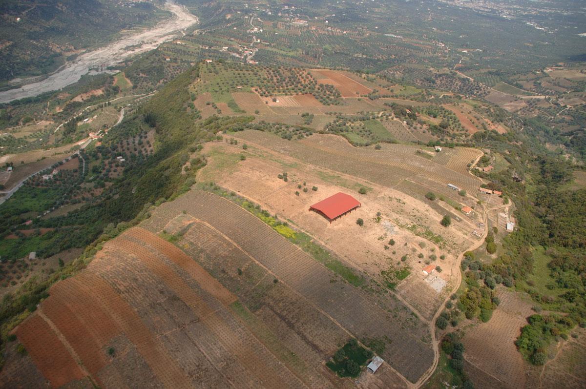 Τραπεζά Αιγίου. Άποψη του αρχαιολογικού χώρου από νοτιοδυτικά (φωτ.: ΥΠΠΟΑ).