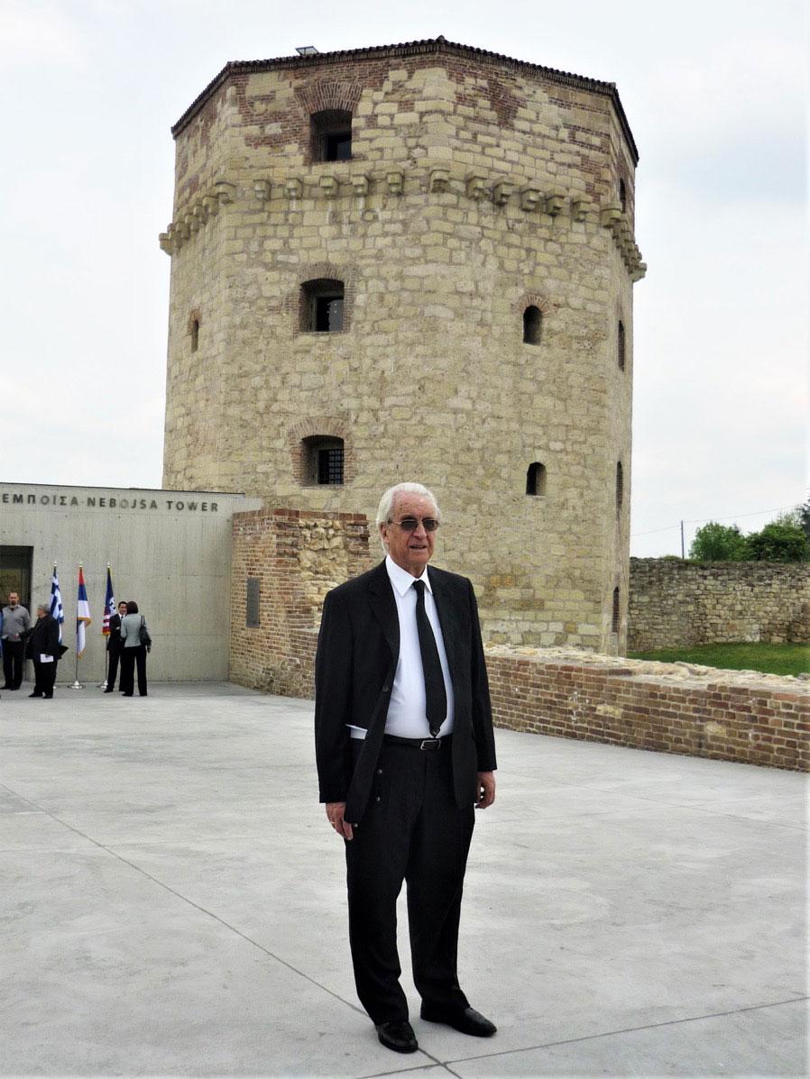 Ο Νίκος Ζίας στον Πύργο Νεμπόισα, στο Βελιγράδι.
